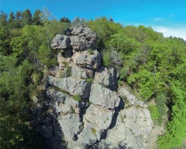Le rocher du Himelestein, brèche d'écrasement de la faille vosgienne