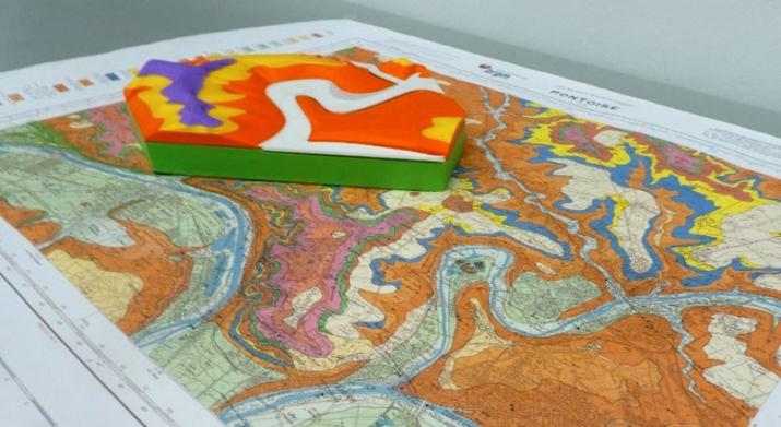 Fig. 1 : Modèle du site de Cergy-Pontoise posé sur la carte géologique de Pontoise
