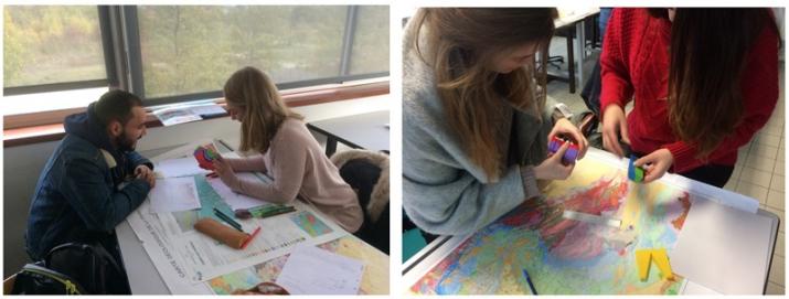 étudiants travaillant sur la carte du BRGM « Condé-sur-Noireau »